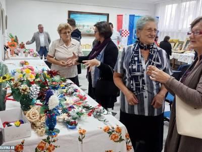 Izložba fotografija Udruge umirovljenika Podravske Sesvete