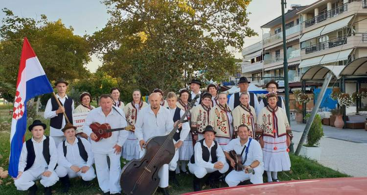 """HFD """"Sesvečice"""" predstavile tradicijske plesove i pjesme svoga zavičaja na Međunarodnom folklornom festivalu u Grčkoj"""
